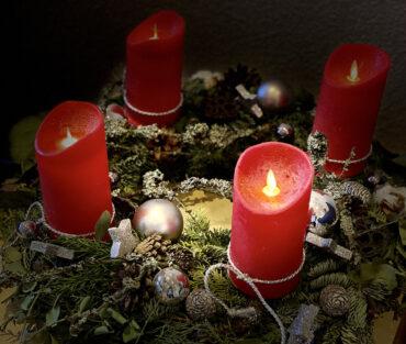 Wir wünschen ein frohes und besinnliches Weihnachtsfest!